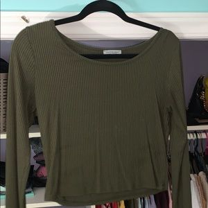 super cute ribbed olive green long sleeve 💚